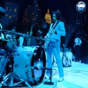 jack white plays with drummer